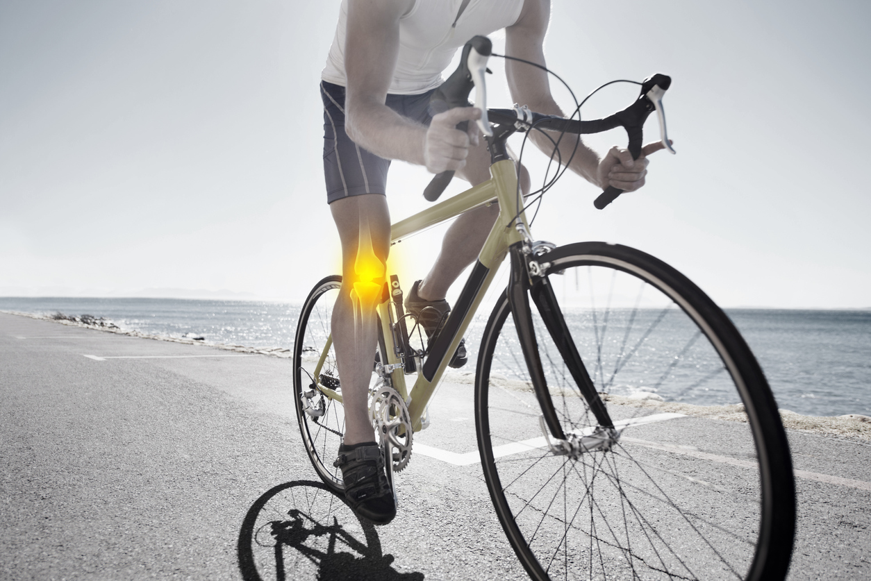 How can you prevent knee problems when cycling?