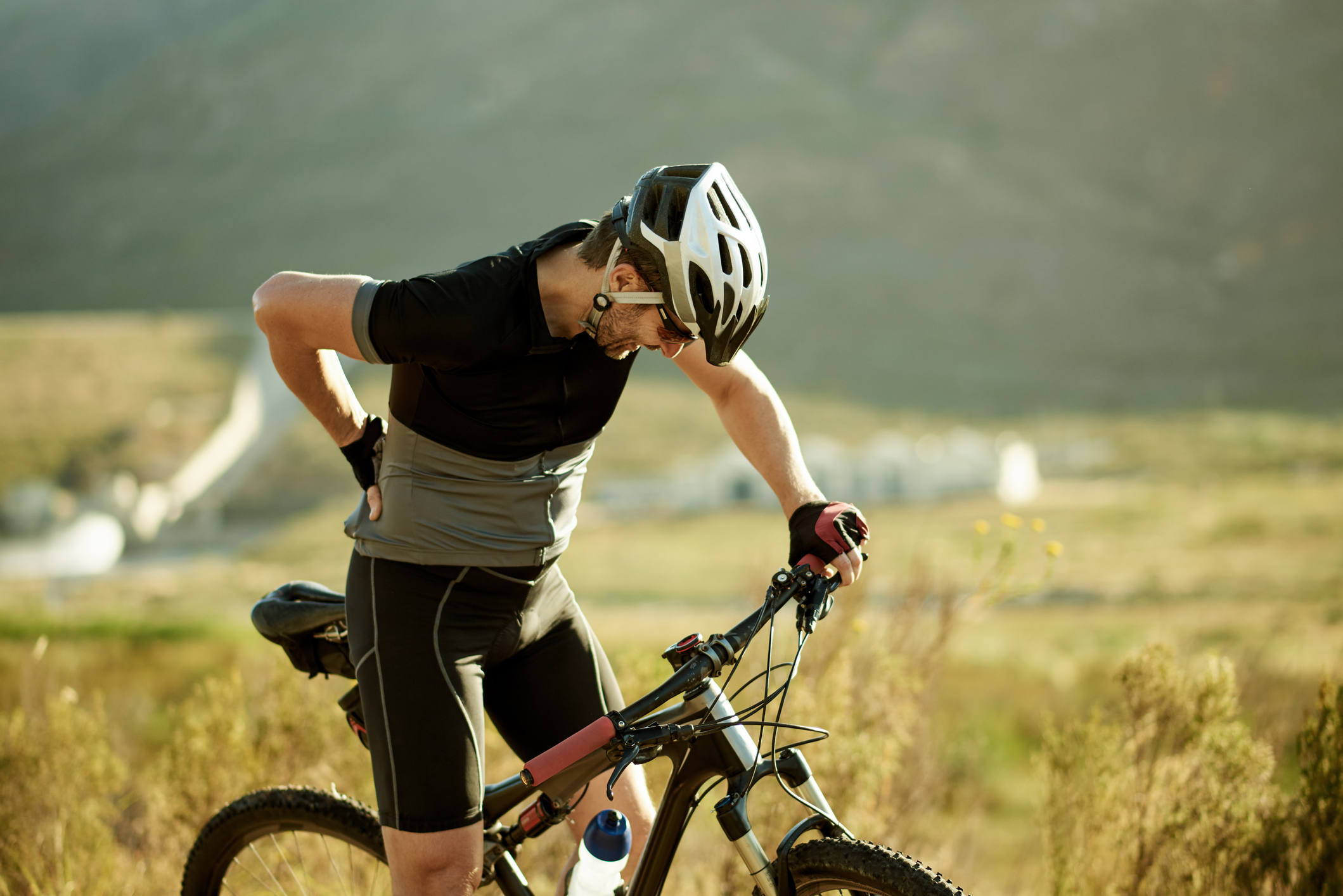 prevent back injuries while cycling